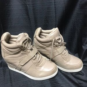 Cato size 7 tan healed sneakers